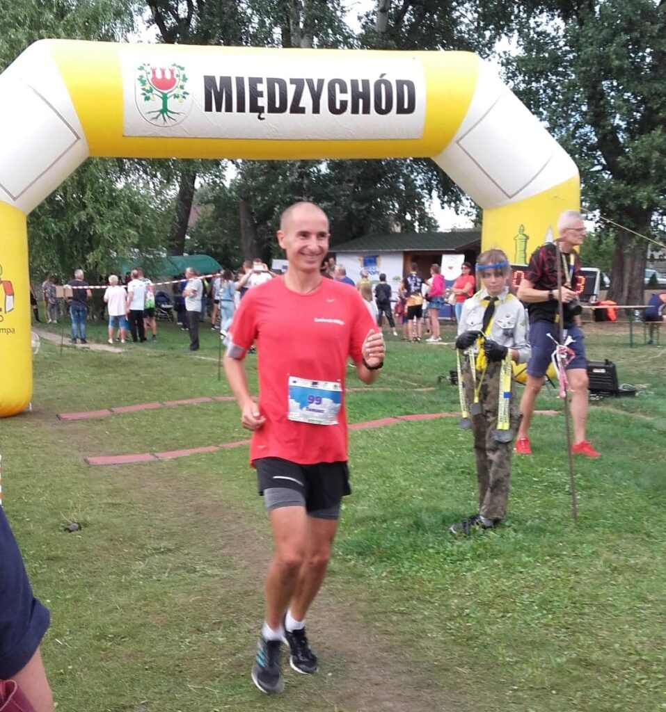 Tomasz Ostajewski - zawodnicy drużyny biegowej Osiedla Rozalin